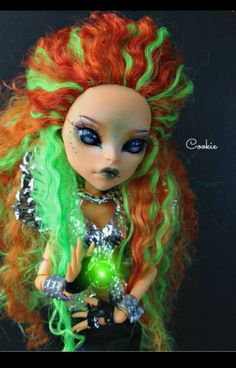 Unknown Monster high - Wow! Stunning repaint