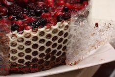 Bunatati de la Oana: Tort de ciocolata cu fructe de padure si blat insiropat Yami Yami, Vanilla Cake, Origami, Deserts, Food, Bakken, Essen, Origami Paper, Postres