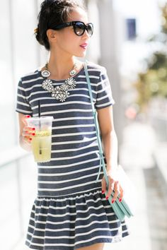 Dropped-waist dress with sleeves & stripes + silver necklace + silver pumps + skyblue crossbody Cute Dresses, Cute Outfits, Dresses With Sleeves, Drop Waist Dresses, Estilo Navy, Striped Dress Outfit, Blue Jeans, Wendy's Lookbook, Sweat Dress