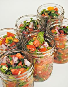 Canned Pico de Gallo! This is so easy & would prob work better for some fruit infused salsa too. Canning Tips, Home Canning, Canning Salsa, Salsa Canning Recipes, Canning Pickles, Canning Food Preservation, Preserving Food, Healthy Recipes, Mexican Food Recipes
