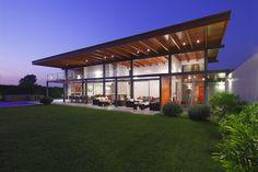 domenack arquitectos, floor to ceiling glass walls, wide eaves