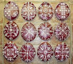A MAGYARSÁG A MAG NÉPE: A magyar hímestojások mintakincsének legfőbb jellegzetességei Honey Cookies, Cute Cookies, Easter Cookies, Christmas Cookies, Cookie Decorating Icing, Egg Decorating, Edible Crafts, Edible Art, Easter Snacks