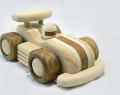 Juguetes de madera para niños y adultos. Hecho de madera de diferentes razas. Se pregunta, escriba :)  Dimensiones: largo 145mm, ancho - 95mm, altura 70mm o 5,70 largo, 3,75 de altura, 2,7 amplia