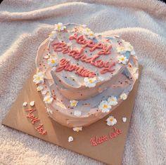 Pretty Birthday Cakes, Pretty Cakes, Beautiful Cakes, Heart Birthday Cake, Diy Birthday, Amazing Cakes, Bolo Tumblr, Kreative Desserts, Korean Cake