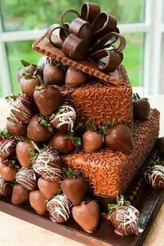 Just looking at the photo of this cake? I can smell the chocolate! Would love to have a slice.or - [someone else's caption] (Pretty Chocolate Cake) Gorgeous Cakes, Pretty Cakes, Amazing Cakes, Unique Cakes, Creative Cakes, Creative Ideas, Cookies Cupcake, Chocolate Strawberry Cake, Chocolate Cake