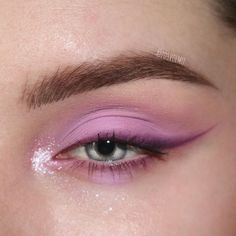 """Spring 2020 Makeup eye Trends bright arrows History of eye makeup """"Eye care"""", in other Makeup Fx, Makeup Eye Looks, Beautiful Eye Makeup, Cute Makeup, Pretty Makeup, Skin Makeup, Eyeshadow Makeup, Beauty Makeup, Simple Eyeshadow"""