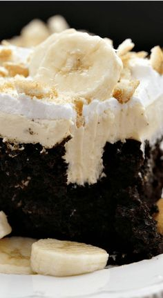 Dark Chocolate Banana Poke Cake is a decadent and delicious chocolate cake fille. Dark Chocolate Banana Poke Cake is a decadent and delicious chocolate cake filled with banana cream cheese filling and topped with cool whip. Tasty Chocolate Cake, Dark Chocolate Cakes, Chocolate Recipes, Chocolate Cake Fillings, Chocolate Cake With Strawberries, Desserts With Bananas, Recipes With Bananas, Chocolate Banana Cupcakes, Recipes With Cool Whip