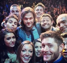 OH MY GOD THIS IS THE MOST AMAZING SELFIE I HAVE EVER SEEN WITH MY TWO FAVORITE TV SHOWS!!! #Supernatural #Arrow