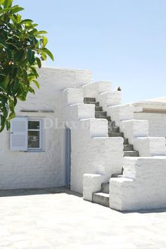 mediterranean style homes exterior Mediterranean Homes Exterior, Mediterranean Architecture, Mediterranean Home Decor, Tuscan Homes, Greek House, Classic House, Beautiful Homes, Stairs, House Design