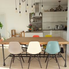 jucom.deさんの、ダイニング,花のある暮らし,ダイニングテーブル,シンプルインテリア,キッチンカウンター,ベルリン暮らし,Instagram: jucom.de,キッチン,のお部屋写真