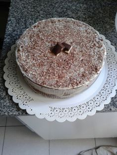 Chocolate cake, filled with dulce de leche. There's whipped cream and a cute chocolate shower (white, dark and with milk).