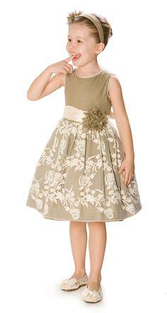 The perfect flower girl! :) pili carrera