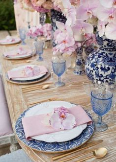 pretty summer tablescape