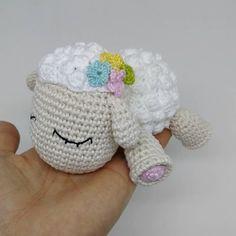 32 trendy Ideas for crochet amigurumi sheep animals Crochet Sheep, Crochet Animals, Crochet Gifts, Crochet Toys, Baby Patterns, Crochet Patterns, Crochet Christmas Garland, Crochet Baby Jacket, Sheep And Lamb