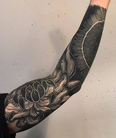 Chrysanthemum and sun themed freehand sleeve.