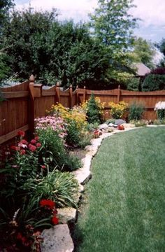 Fence garden. I want my backyard to look like this! #LandscapeBorders