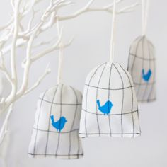 Bird cage lavender sachets but also cute for gifts to hand out the guests when the baby is born Lavender Bags, Lavender Sachets, Sewing Crafts, Sewing Projects, Tree House Decor, Bird Theme, Bird Cages, Diy Projects To Try, Blue Fabric