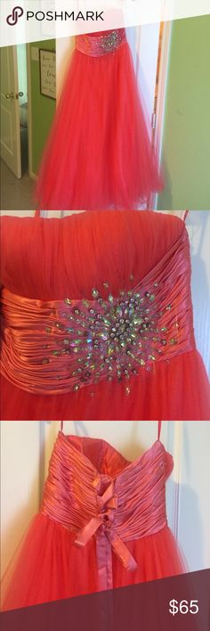 Coral Formal Dress Coral formal dress. New. Perfect condition. Dresses Prom