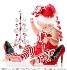 Christmas baby girl photo session idea. Adorable! Great props ideas ♥ {Holiday Photography Inspiration}