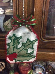 Plastic Canvas Christmas, Canvas Patterns, Christmas Stockings, Holiday Decor, Crafts, Manualidades, Needlepoint Christmas Stockings, Christmas Leggings, Handmade Crafts