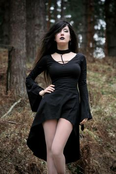 Jewelry Gothic Misere Gothic Dress by Punk Rave is made from stretch cotton. The dress cross-design straps to the front attached to choker via a D-ring. Gothic Outfits, Gothic Dress, Gothic Lolita, Goth Beauty, Dark Beauty, Dark Fashion, Gothic Fashion, Mode Sombre, Chica Fantasy