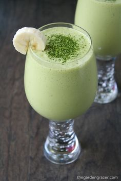Coconut Vanilla Matcha Smoothie with banana and pineapple! A refreshing way to get your daily zenergy (vegan, gluten-free)