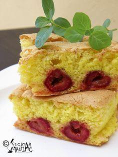 bucatar maniac: Pandispan cu fructe (visine) Romanian Desserts, Romanian Food, Eat Dessert First, Cakes And More, Cake Cookies, Vanilla Cake, Sweet Treats, Cheesecake, Deserts