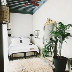 5 Beautiful Riads in Marrakech :: This Is Glamorous Loft Bedroom Decor, Modern Bedroom, Bedroom Neutral, World Of Interiors, Luxury Interior, Decor Interior Design, Riads In Marrakech, Deco Design, Design Design