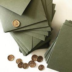 pretty pretty pretty envelopes are in progress Green Wedding Invitations, Elegant Invitations, Wedding Stationary, Custom Invitations, Pocket Invitation, Invitation Envelopes, Black Envelopes, Wax Seals, Wedding Designs