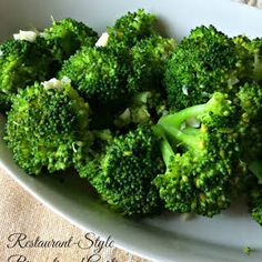 restaurant style Restaurant-Style Broccoli and Garlic. The broccoli is cooked to perfection and is scented with garlic. Great side dish with many proteins. Seasoned Steamed Broccoli, Broccoli Recipes Sauteed, Butter Broccoli, How To Cook Broccoli, Garlic Broccoli, Garlic Recipes, Vegetable Recipes, Vegetarian Recipes, Healthy Recipes