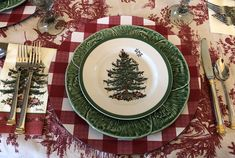 Spode Christmas Tree, Christmas Dishes, Christmas Tablescapes, Vintage Christmas, Christmas Holidays, Christmas Ideas, Christmas Decorations, Candlelight Dinner, Christmas Crackers