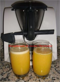 Recopilatorio de recetas de zumos en Thermomix - Compilation of juice recipes in Thermomix Smoothies With Almond Milk, Smoothies For Kids, Fruit Smoothies, Healthy Smoothies, Fruit Juice Recipes, Smoothie Recipes, Detox Thermomix, Juice Cafe, Kneading Dough
