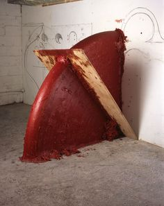 Up down shadow, 2005 Wood, wax and oil based paint 172×172×101.5 cm