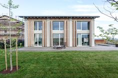 Damaged by an earthquake, the Italian Barn House is a resurrected barn in the Modena plain. A limited number of interior walls create a seamless transition throughout the linear floor plan. The common areas are housed on the ground floor,...