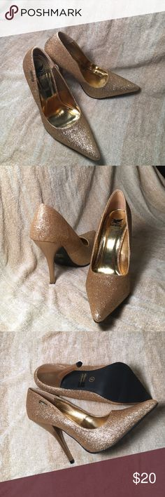 Beautiful gold shoes Beautiful gold shimmering shoes. Never worn. Brand new in box. Ordered them for an event but ended up wearing a different pair. Perfect for Christmas/New Years party 🍾 Shoes Heels
