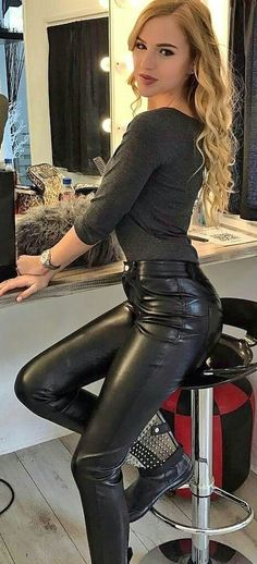 Women's Faux Leather Pants Outfit With Black Long Sleeve Blouse - Nathan Davenport Fashion Tight Leather Pants, Leather Pants Outfit, Black Leather Dresses, Faux Leather Pants, Ladies Leather Trousers, Leather Catsuit, Shiny Leggings, Leggings Are Not Pants, Looks Pinterest