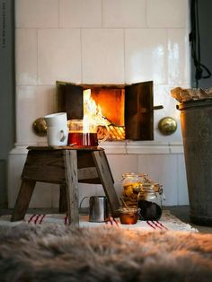 IKEA has plenty of ideas on how to decorate your home for Christmas. The IKEA Chistmas rooms are warm and with plenty of hygge. Ikea Christmas, Cozy Christmas, Hygge Christmas, Wood Stove Chimney, Sweet Home, Blog Deco, Cozy Place, Winter House, Home Interior