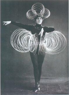 Oskar Schlemmer, Spiral costume (1920s)