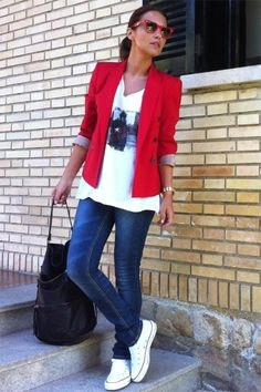 42 Amazing Outfit Combination For Red Blazer With Jeans Blazer Jeans, Look Blazer, Blazer Dress, Blazer Outfits Casual, Stylish Outfits, Fall Outfits, Converse Outfits, Converse Sneakers, White Sneakers