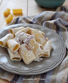 Paccheri con gorgonzola e speck un primo piatto saporito , cremoso e facile da preparare. Una pasta che si prepara in meno di 15 minuti
