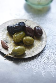 When I think of olives I am immediately transported to the South of Europe. I think of tapas' bars in Madrid, small side walk taverns in Gre. Antipasto, Greek Recipes, Wine Recipes, Marinated Olives, Soul Food, Food Photography, Food Porn, Food And Drink, Favorite Recipes