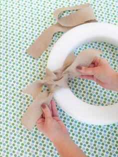 Easy-to-Make Burlap Wreath : Page 02 :   Decorating : Home & Garden Television