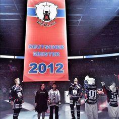 Das Meisterbanner 2012 #Eisbaeren #DeutscherMeister