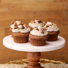 Make sure to use Fisher® Walnuts for all of your carrot cupcake needs this spring – we promise you'll like them a-LATTE! Buzzfeed Food Videos, Buzzfeed Tasty, Cupcake Recipes, Dessert Recipes, Pan Sin Gluten, Twisted Recipes, Candied Walnuts, Granulated Sugar, Powdered Sugar