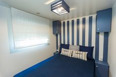 Mobil Home de alquiler, con vistas al mar, en el camping situado en la Costa Dorada. Parking, Curtains, Navy, Sea, Home Decor, Ocean Views, Ocean Waves, Single Beds, Rv Camping