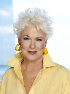 Sharon Gless actress in Burn Notice, Queer as Folk & Cagney and Lacey Older Women Hairstyles, Modern Hairstyles, Beautiful Hairstyles, Japanese Hairstyles, Asian Hairstyles, Braided Hairstyles, Grey Hair, White Hair, Short Hair Cuts