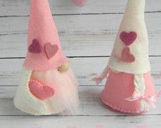 Gnome di San Valentino con gnome di gnome Gnome cuore scandinavo Nordic Tonttu svedese Nisse gnome ragazza Mini Tomte testi rosa avorio di San Valentino regalo
