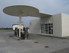Arne Jacobsen / gas station