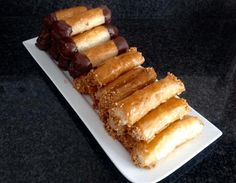 Kokosrijstrolletjes met honing Hot Dog Buns, Creme, French Toast, Good Food, Cookies, Breakfast, Desserts, Recipes, Facebook
