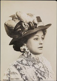 1908 Edwardian portrait of Lady with hat and lace blouse